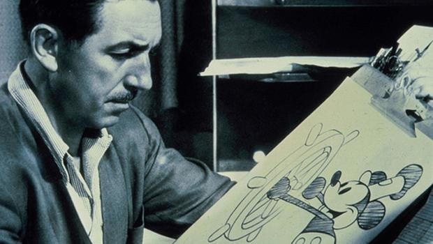 Walt Disney dibujando