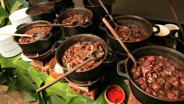 receta feijoada brasileña