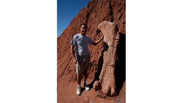 femur dinosaurio argentina