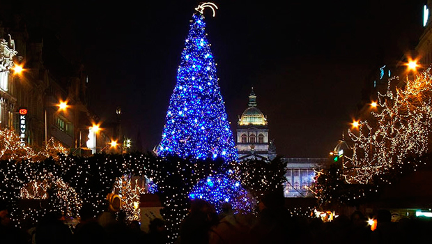 Descubre los mercadillos navide os que ofrece praga blog - Arbol de navidad carrefour ...