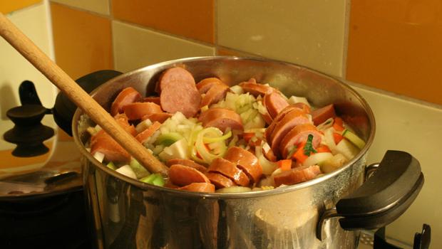 Preparación sopa de guisantes