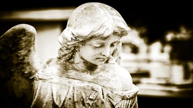 Escultura ángel cementerio