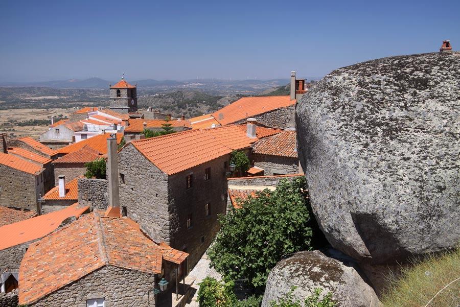 A la izquierda, la Torre de Lucano.