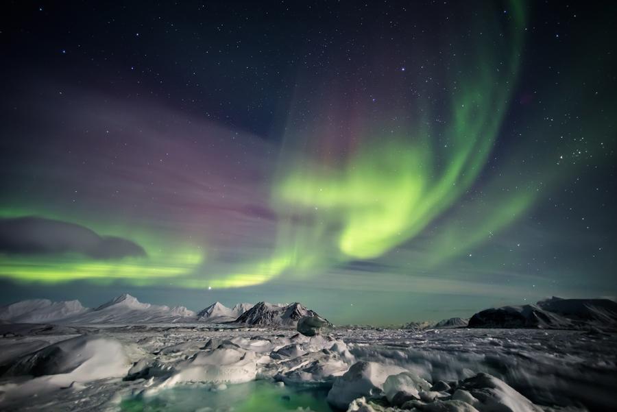 Aurora boreal en las Islas Svalbard, Noruega.
