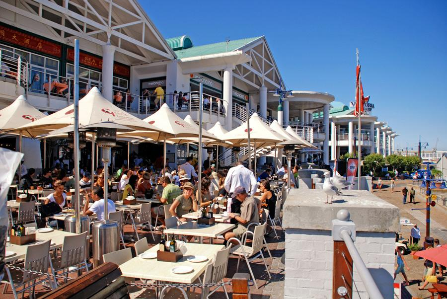 Restaurantes en Victoria and Albert Waterfront, Ciudad del Cabo. Foto: InnaFelker / Shutterstock.com