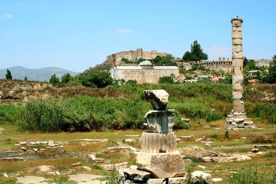 Ruinas del Templo de Artemisa.