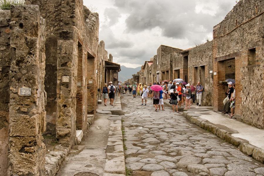 Ruinas de Pompeya tras la erupción del Vesubio/ Foto: Reidl / Shutterstock.com
