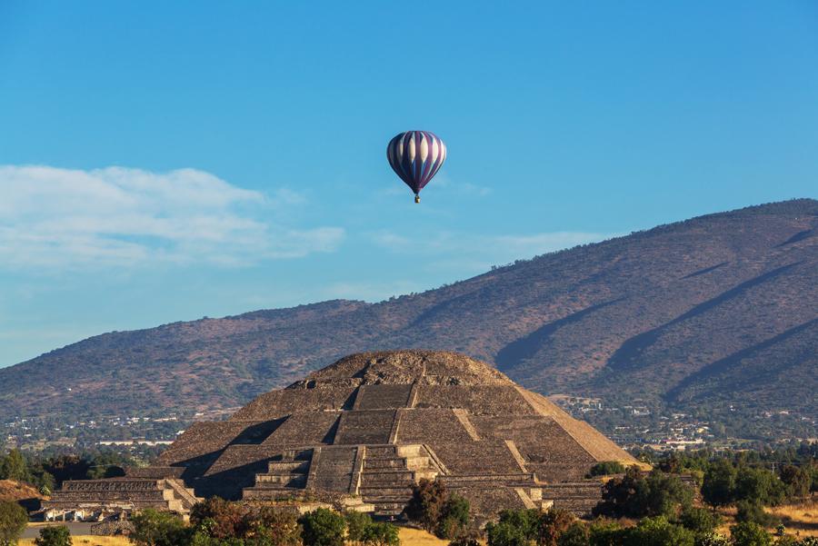 Equinoccio de primavera en la ciudad sagrada de Teotihuacán, México.
