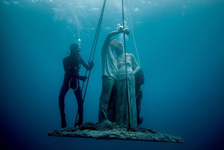 Inmersión de la escultura Selfie, Museo Atlántico de Lanzarote. Foto: Jason deCaires Taylor/ CACT Lanzarote.