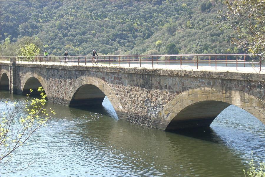 Muchas Vías Verdes atraviesan puentes y acueductos. Foto: ©Fundación de los Ferrocarriles Españoles.