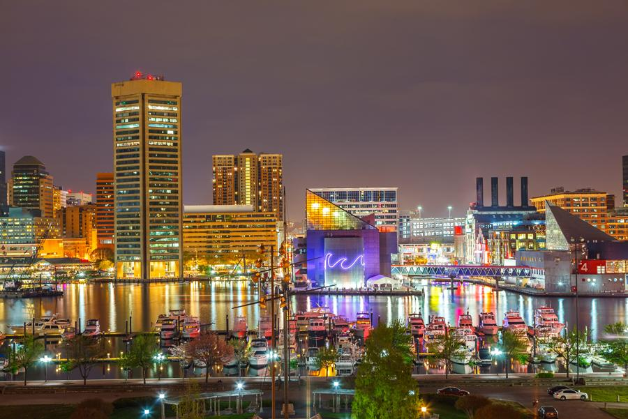 Vista nocturna de Baltimore