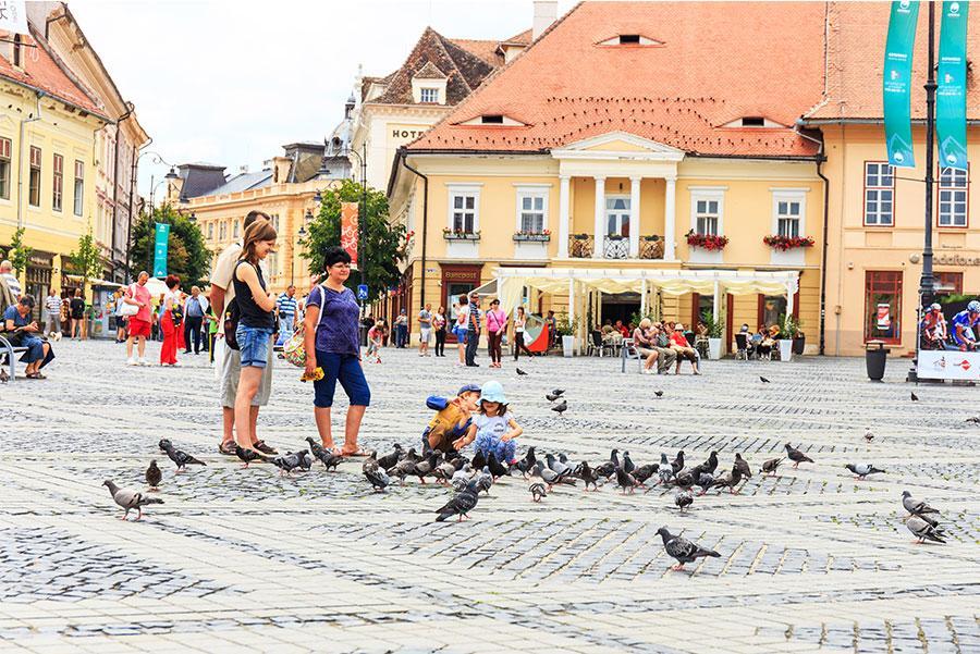 Plaza Grande, Sibiu. Atribución de crédito: Dziewul / Shutterstock.com