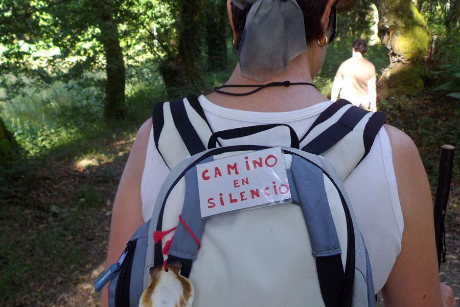 Los peregrinos a veces prefieren caminar en silencio.