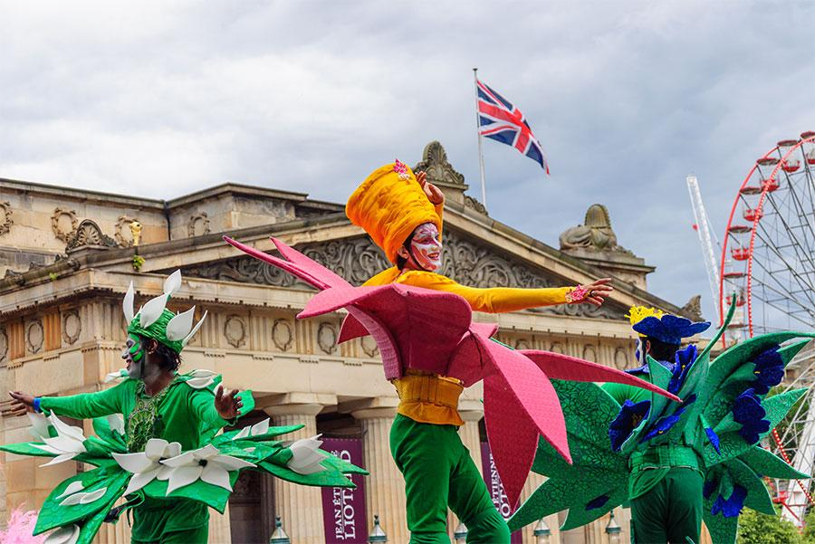 Actuaciones durante el Festival de Edimburgo. Skully / Shutterstock.com