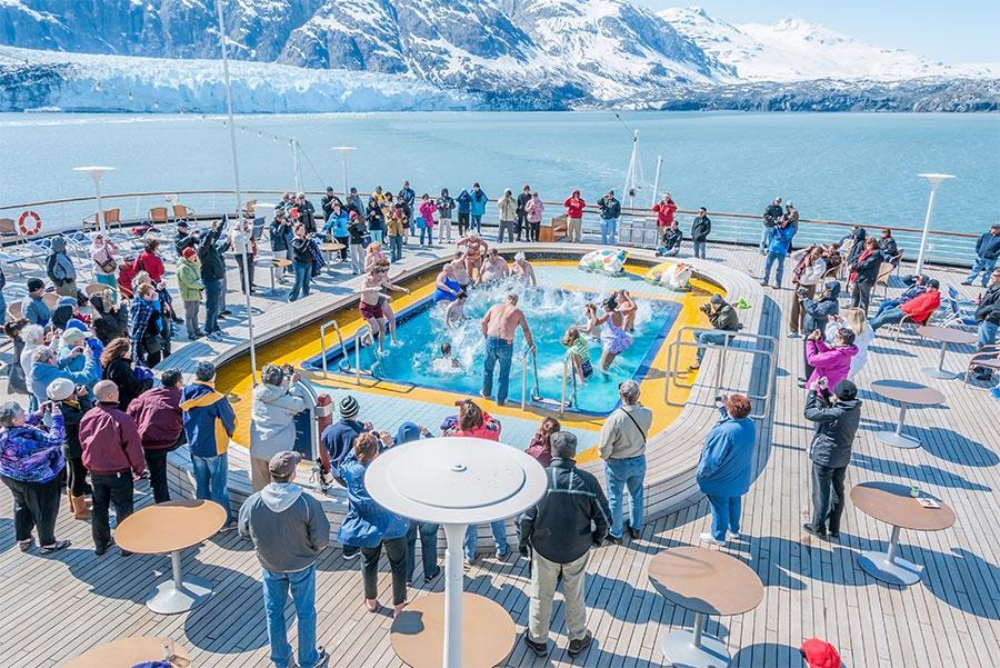 Crucero en el Glacier Bay National Park, Alaska. JayL / Shutterstock.com