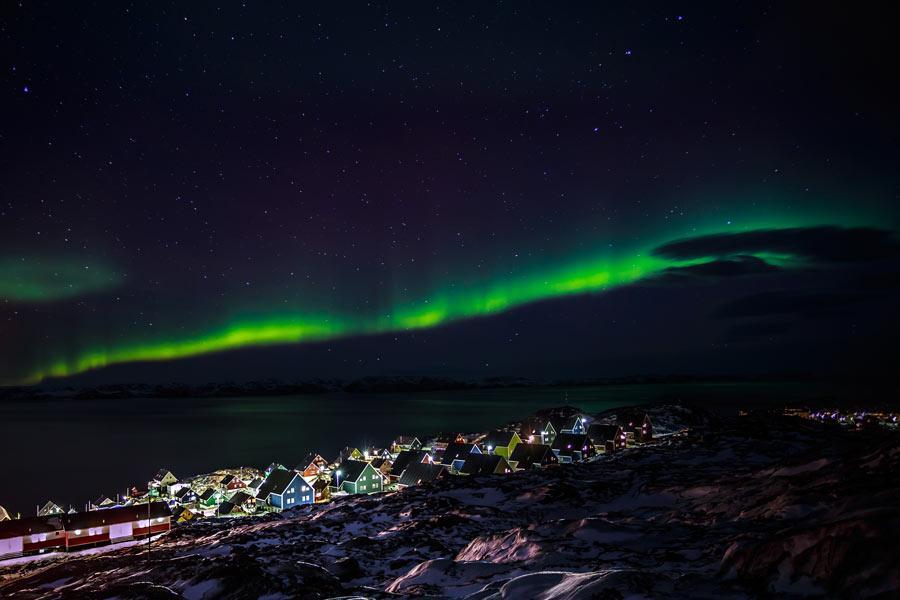 Aurora boreal sobre Nuuk, capital de Groenlandia.