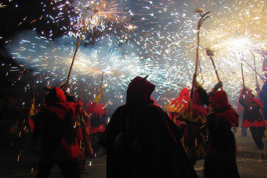 Diables' por las calles de Barcelona.