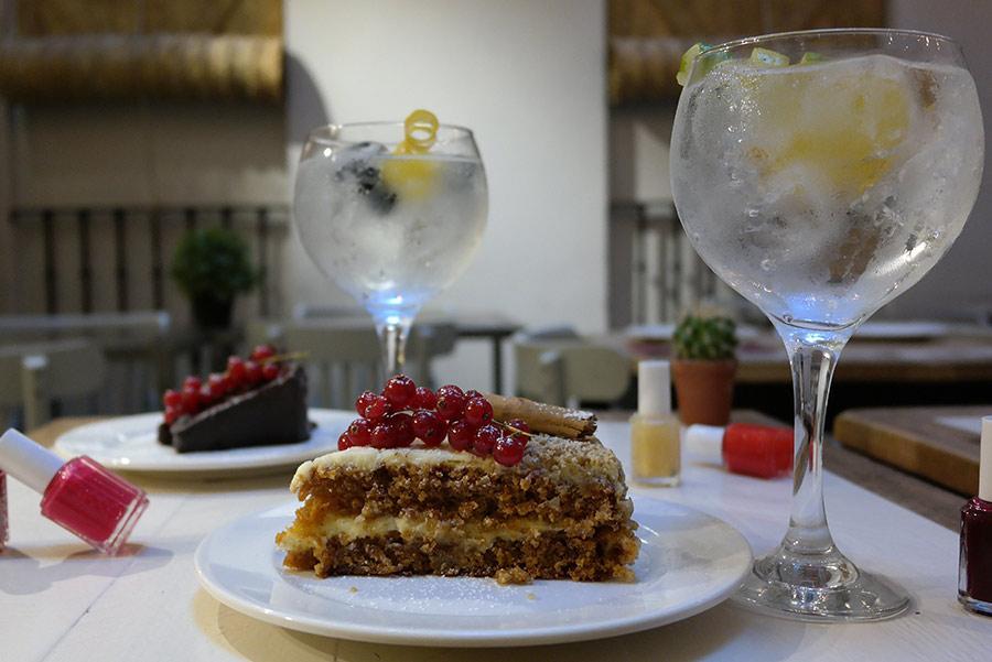 Cake & Tonics de Saporem: tarta, gin tonic y manicura