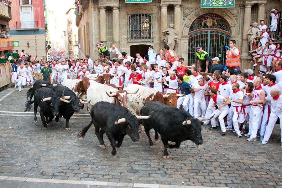 Encierro en la Plaza Consistorial. Migel / Shutterstock.com