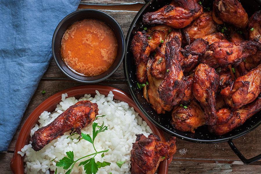 Pollo 'tandoori' acompañado de arroz.