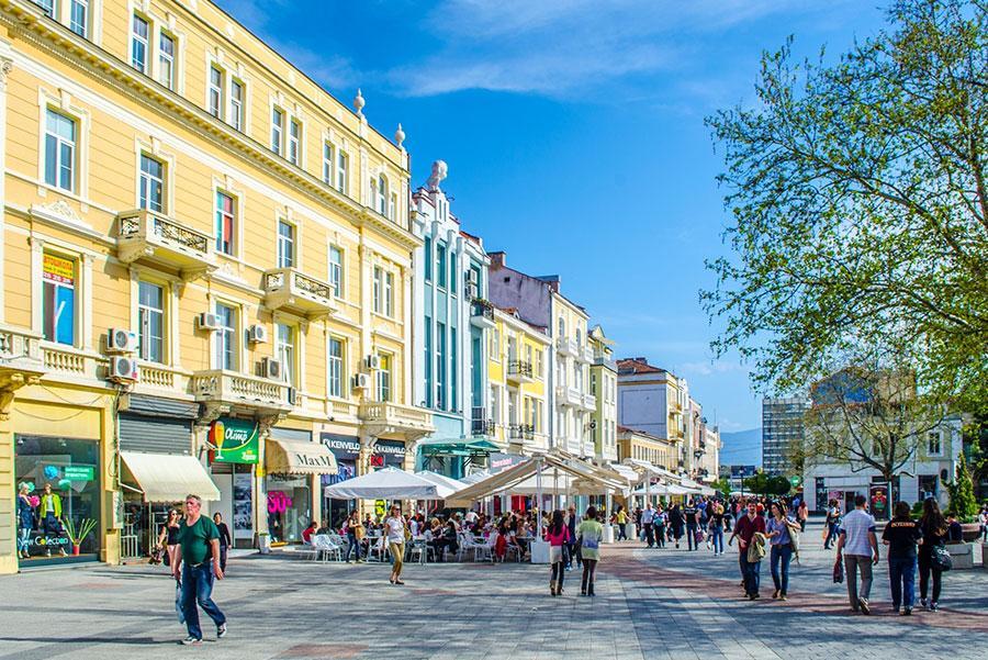 Una de las avenidas principales de Plovdiv. Foto: pavel dudek / Shutterstock.com