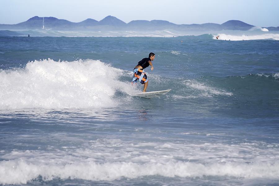 Surfista en Corralejo, Fuerteventura Foto: abimages / Shutterstock.com