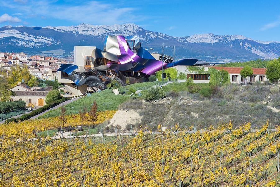 Bodega-Hotel Marqués de Riscal en Elciego. Alberto Loyo / Shutterstock.com