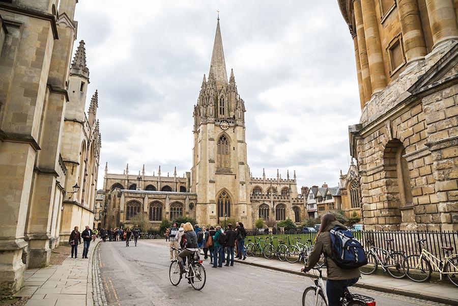 Universidad de Oxford. Foto: CBCK / Shutterstock.com