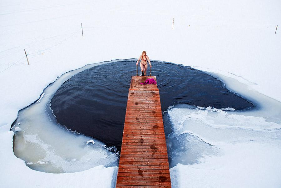 Baño en agua helada. Visit Finland