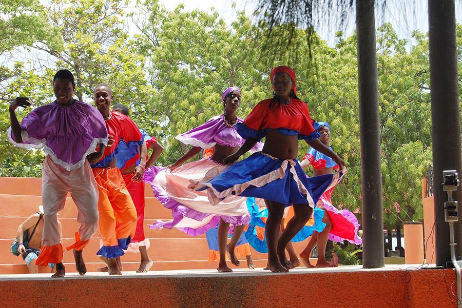 Tradicionales bailes Jamaicanos. Andrew Park / Shutterstock.com