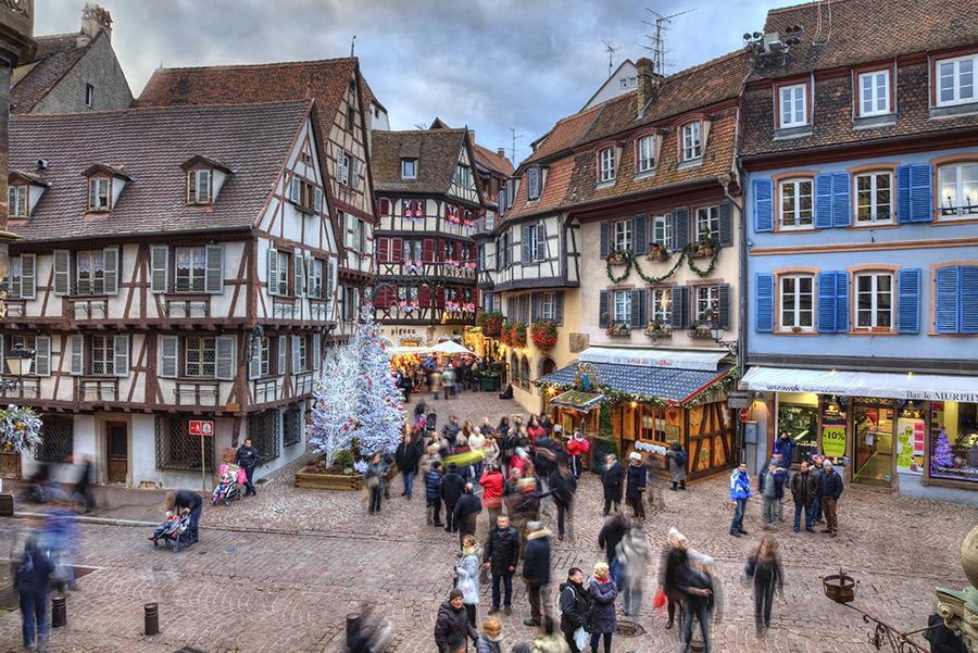 Colmar, Alsacia. Radu Razvan / Shutterstock.com