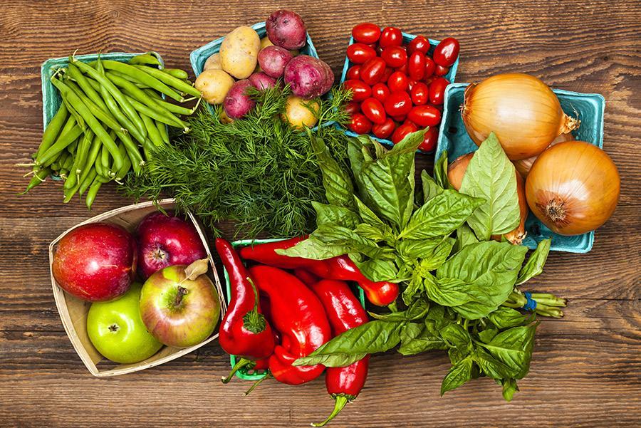 Verduras frescas variadas.