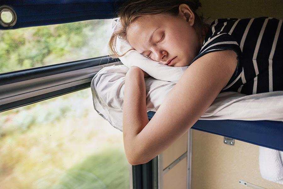 Aprovecha a dormir durante los desplazamientos.