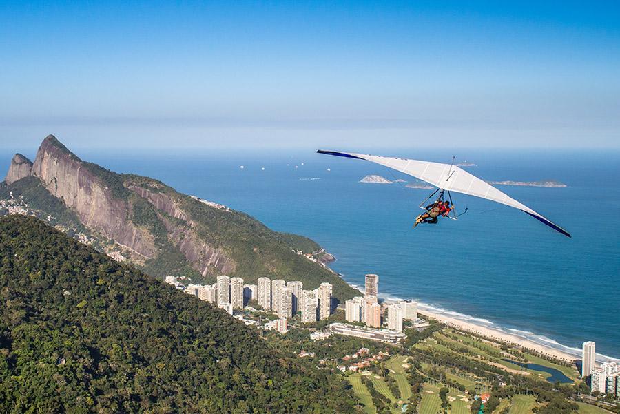 Sobrevolando Río de Janeiro en ala delta.