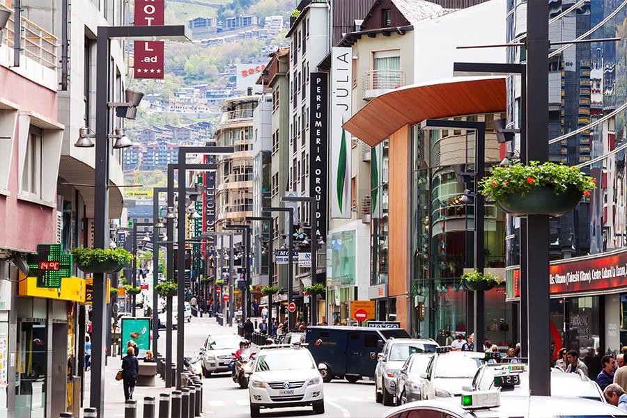 Calle comercial de Andorra la Vella.Foto: Iakov Filimonov / Shutterstock.com