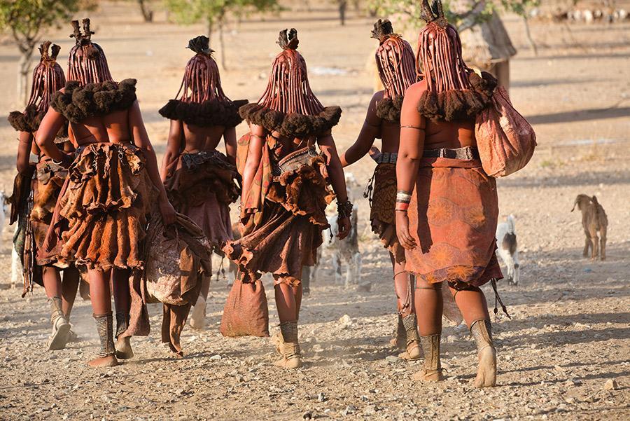 Mujeres de la tribu 'himba' de Namibia.