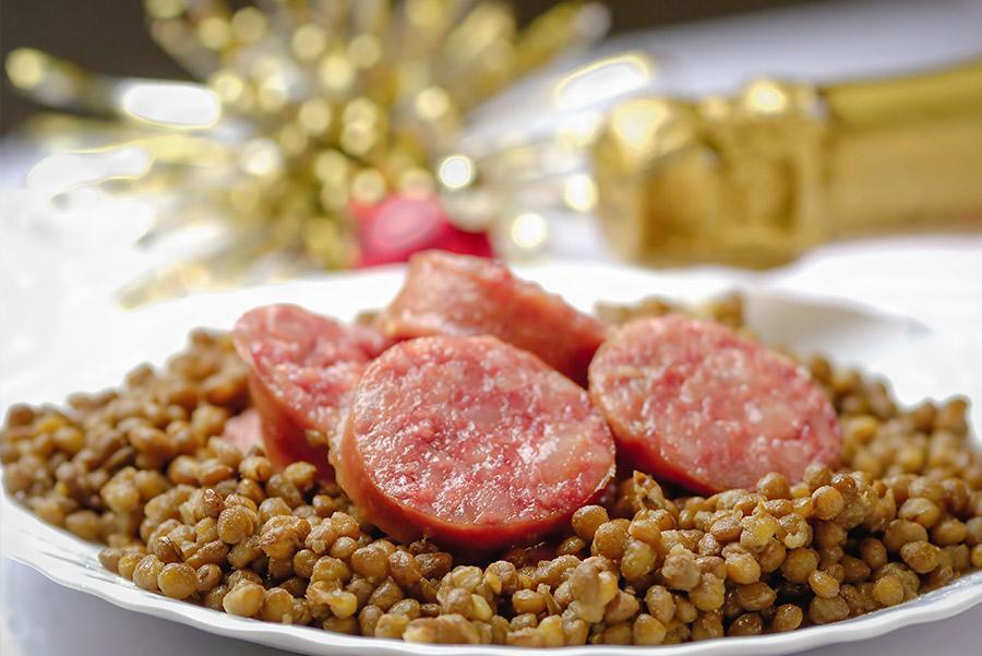 Cotechino con lenticchie', el tradicional plato de la cena de fin de año en Italia.