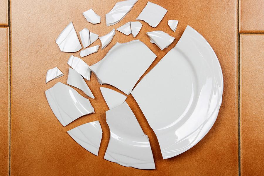 En Dinamarca es costumbre romper los platos de la cena.
