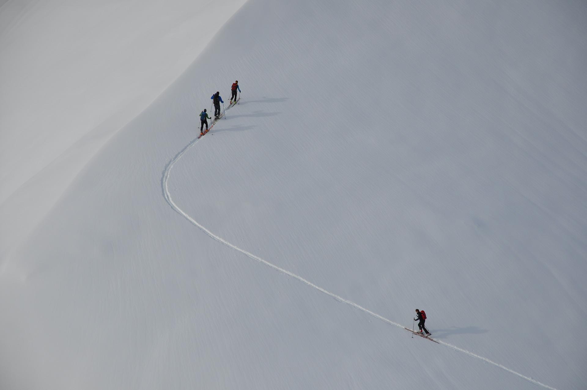 95214c3d592 Si lo que buscamos es mejorar nuestro sistema cardiovascular y  respiratorio, el esquí de fondo es especialmente conveniente, pues se trata  de un ejercicio ...