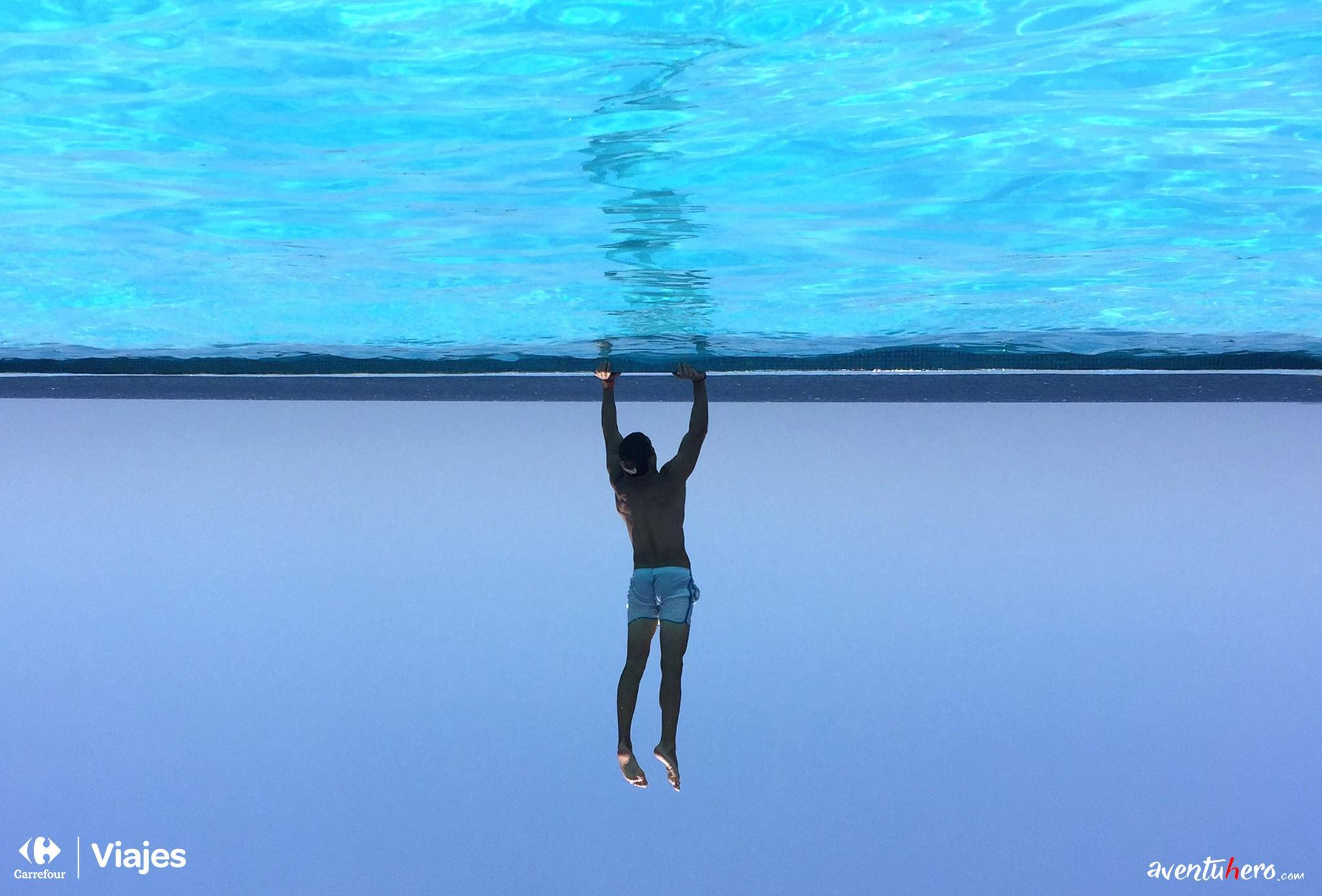 Aventuhero - Sujetando el mundo. Infinity Pool Rockhouse. Jamaica