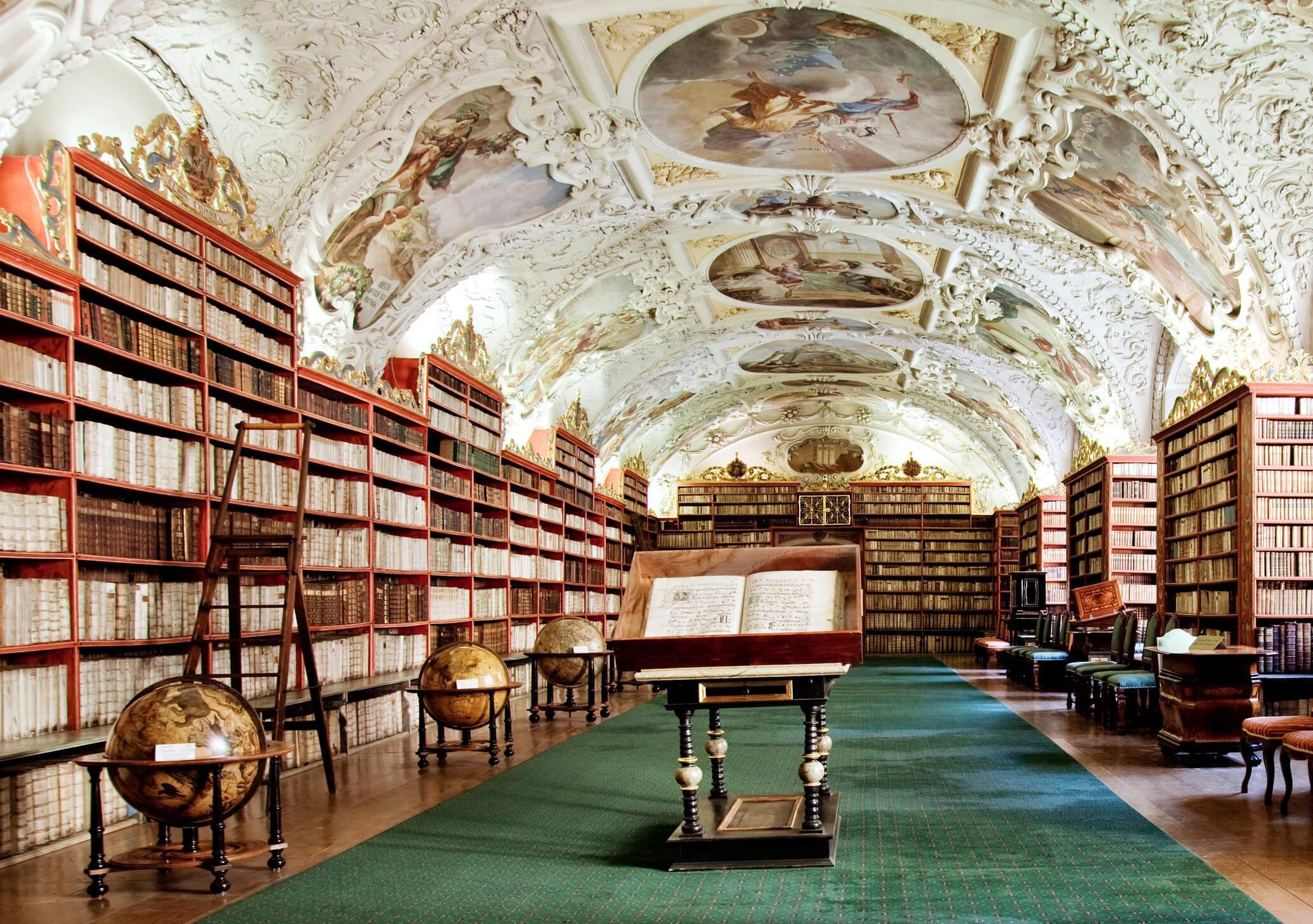 viaje a Praga barato, biblioteca