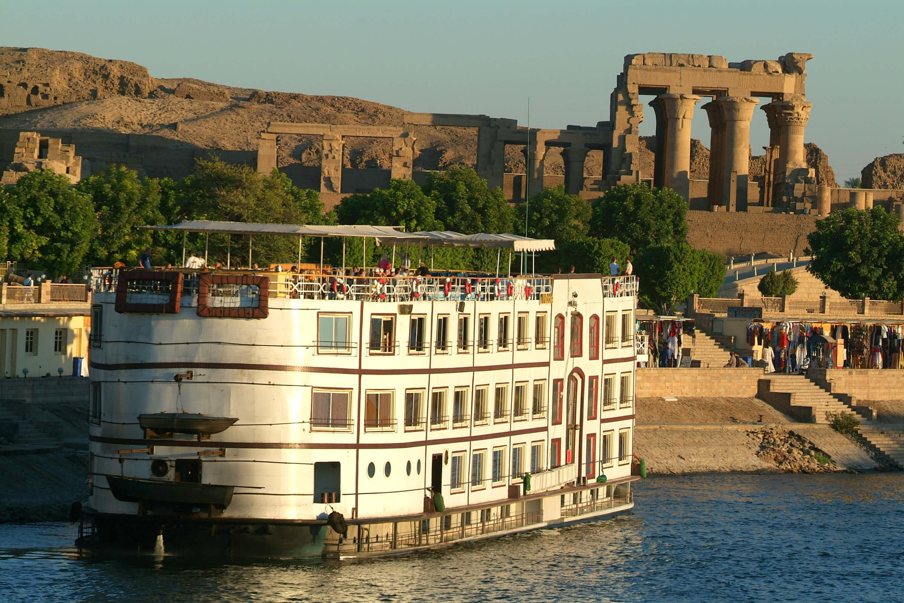 Vacaciones en Egipto, Crucero por el Nilo baja