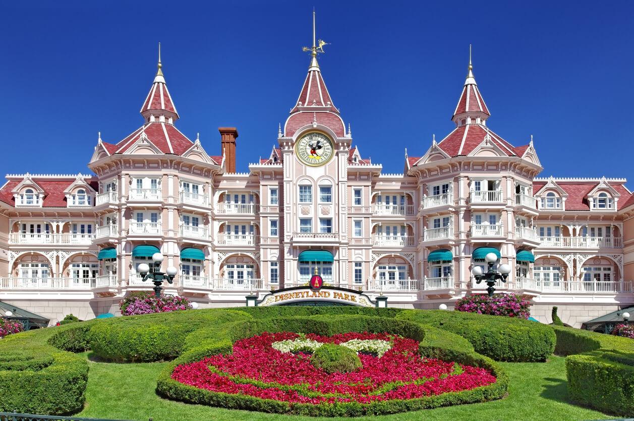 parque de atracciones en verano, Entrada Disneyland