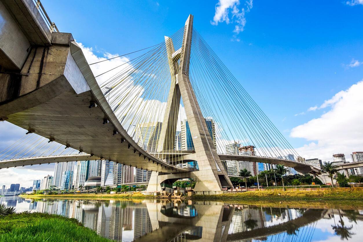 Puente Estaiada Octavio Frias de Oliveira en Sao Paulo, Brasil