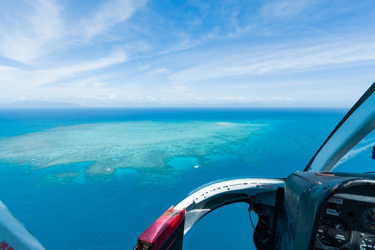 Viaje a Australia, Sobrevolar la Gran Barrera