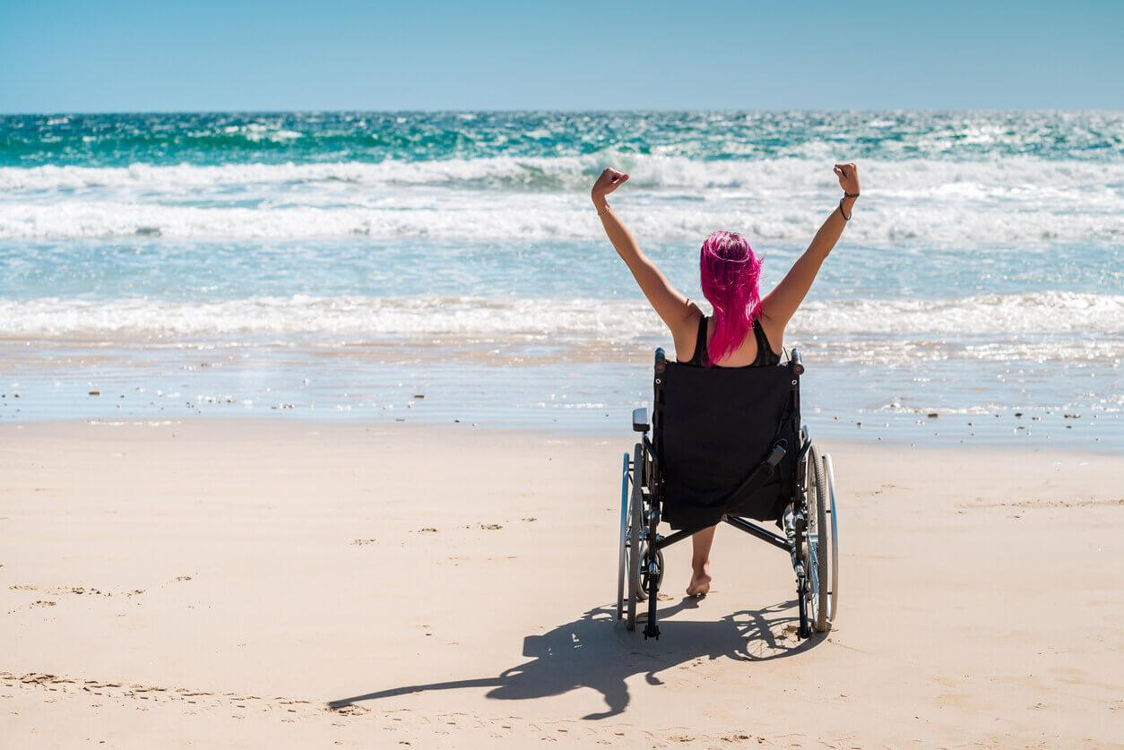 Chica silla ruedas
