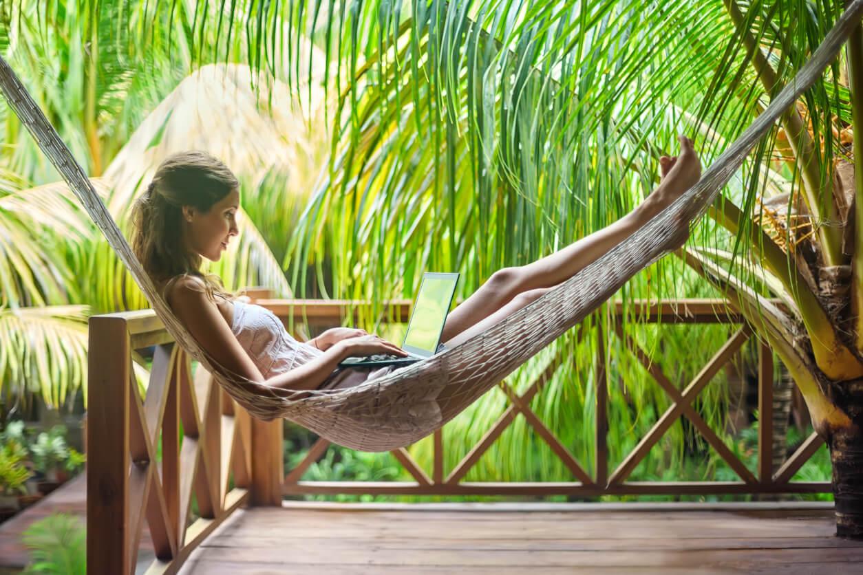 motivos para viajar, Chica relajada en una hamaca