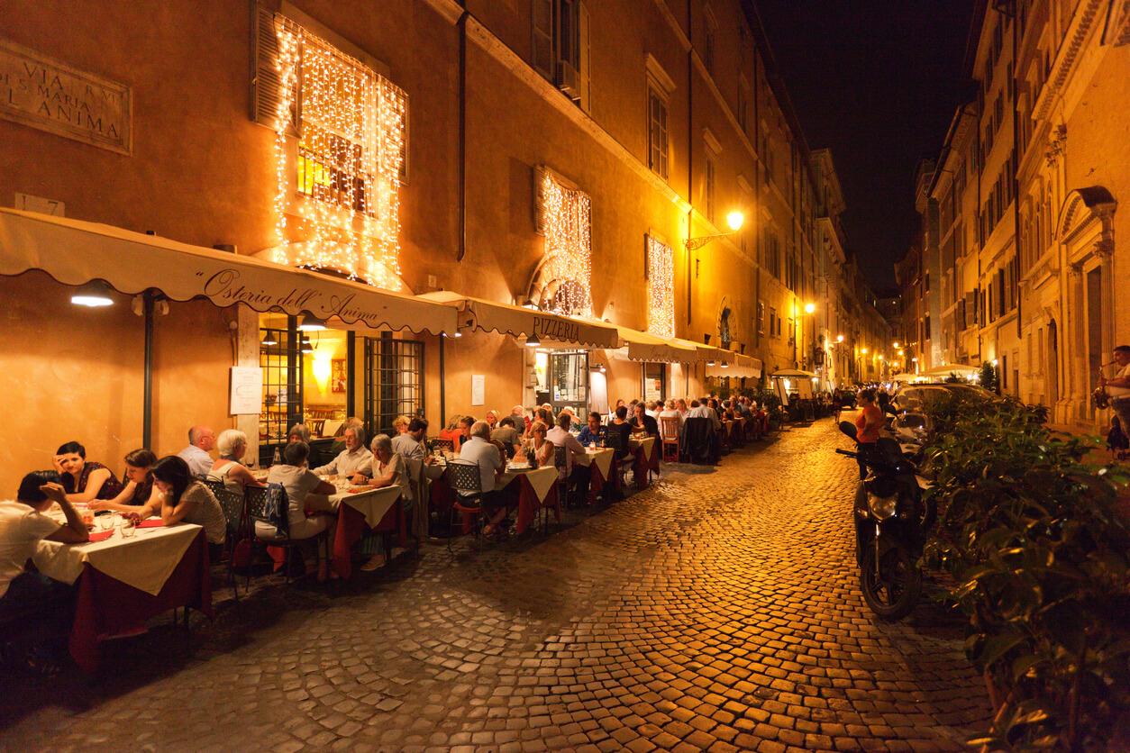 Guía rápida de Roma, Terraza en restaurante