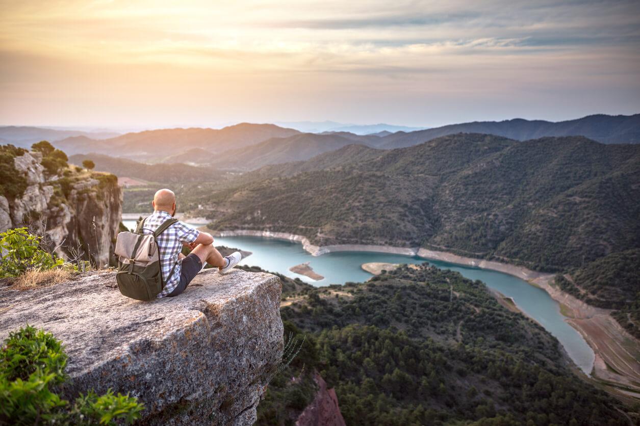 motivos para viajar, Viajero observando el paisaje