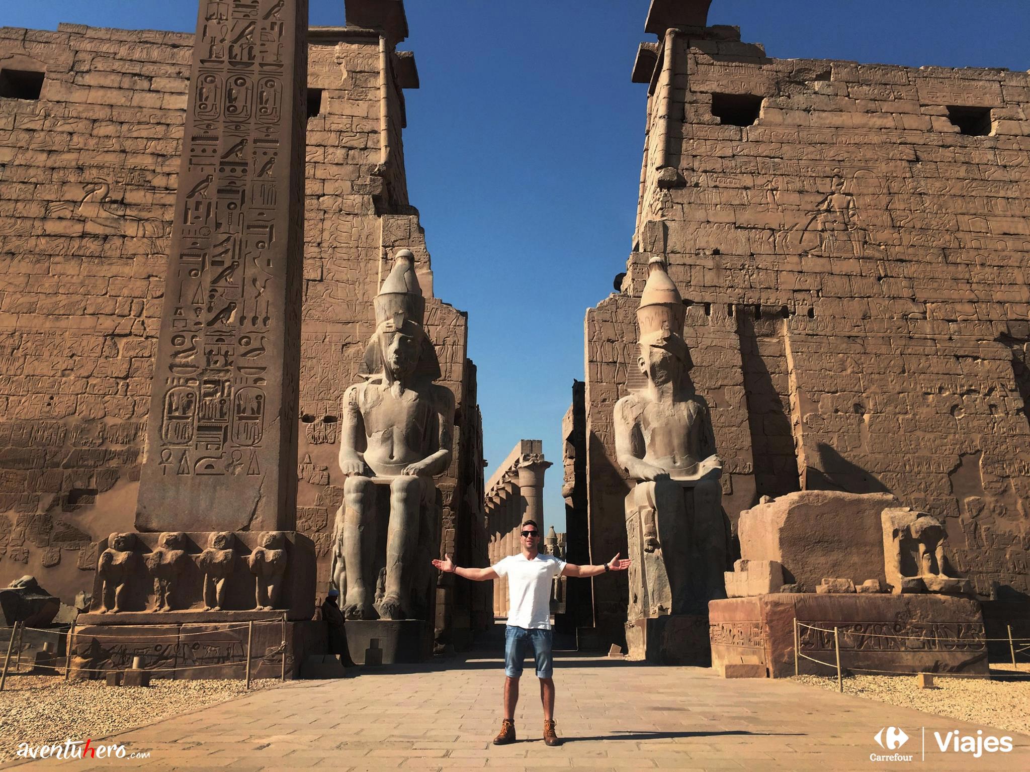 Aventuhero - En la entrada de Luxor